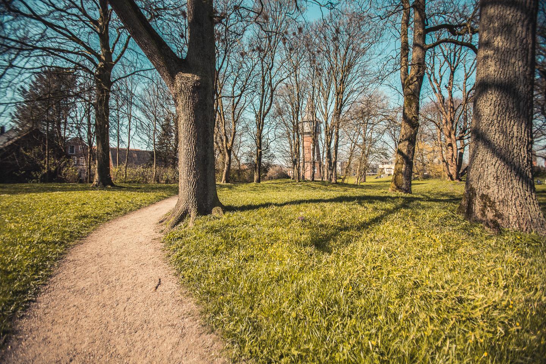 Spazieren-im-Schlosspark-Husum