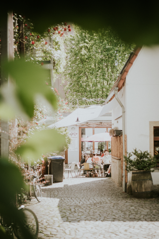 Dresden-schoenes-Cafe-im-Innenhof-der-Kunsthofpassage