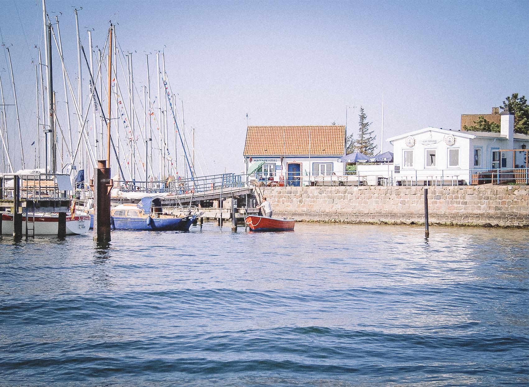 Der-Schleimuender-Hafen-beim-Segeltoern-auf-der-Schlei