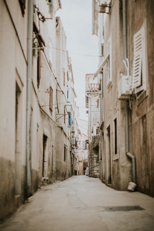Die Stadt Cres auf der Insel Cres hat viele enge Gassen, sodass das Flair wie in Venedig ist.